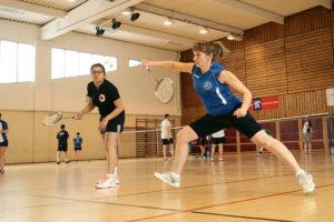 Badminton femmes jouent