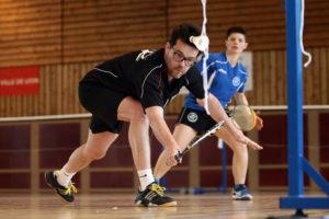 Badminton hommes jouent