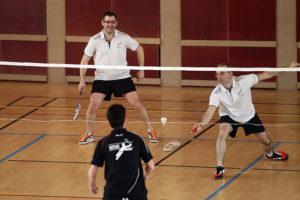 Badminton hommes jouent 2
